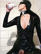 Latex catwoman bathes in milk, pic #5