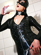 Latex catwoman bathes in milk, pic #10