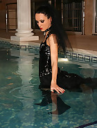 Gothic Mistress gets wet in PVC, pic #5