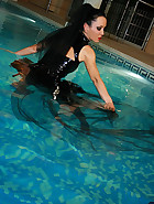Gothic Mistress gets wet in PVC, pic #7