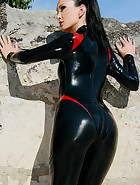 Hot and horny in my latex catsuit, pic #5