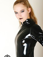 Vivi in latex, pic #2