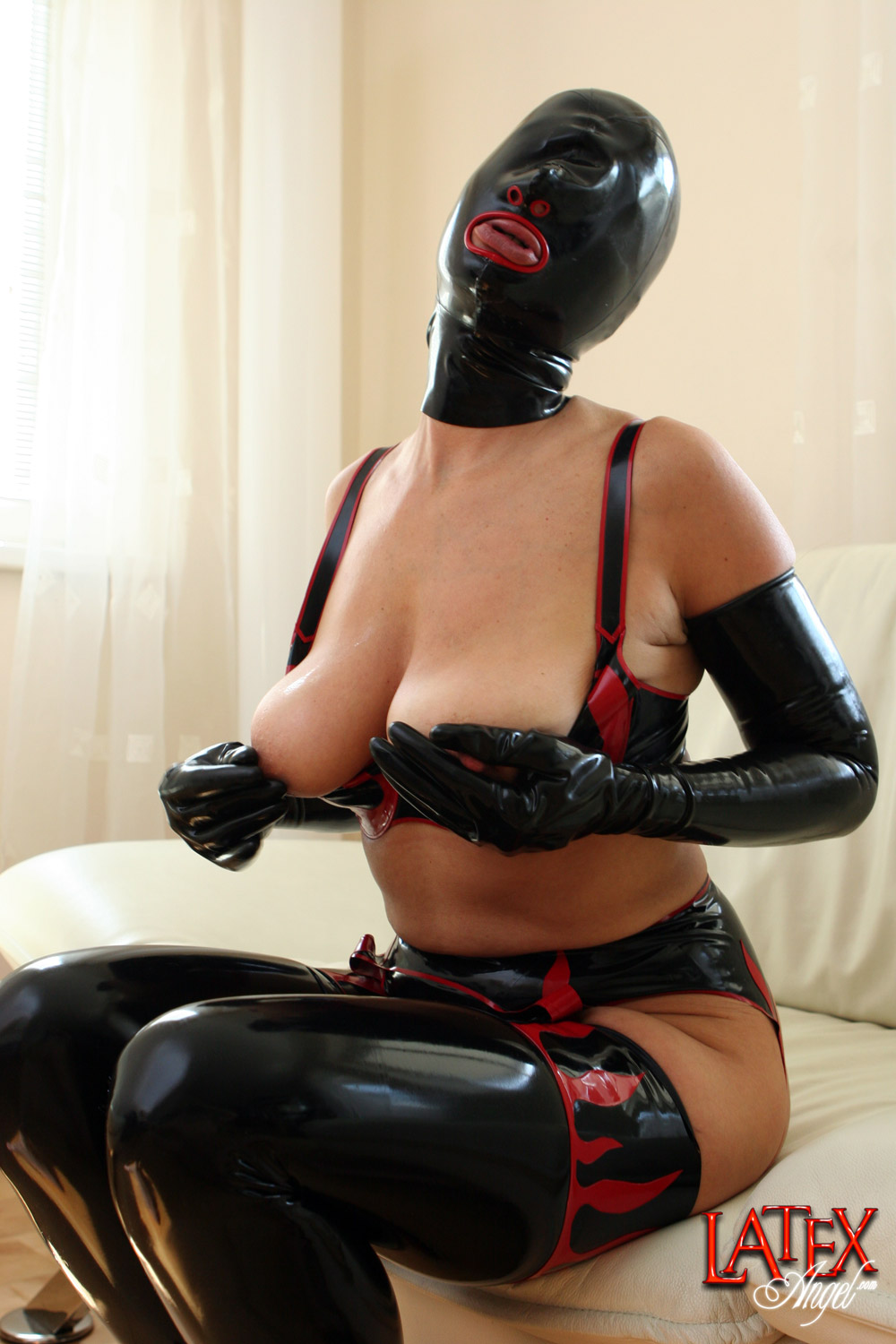 Latex angel pussy pump that would