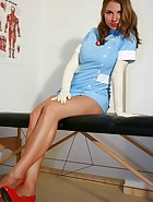 Amateur nurse Laura, pic #5